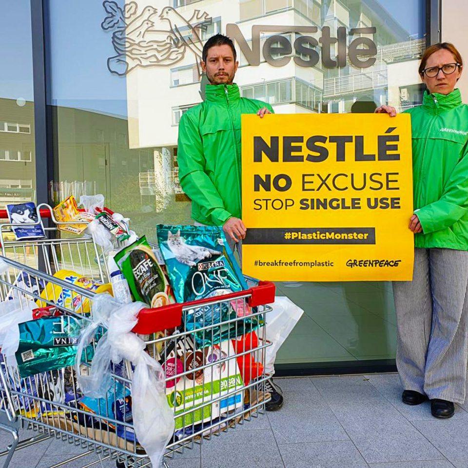 h0rse-portfolio-Greenpeace-global-campaign-plastic-monster_3
